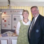 Gyn Kraft mit Entertainer Harry Wijnvoord am STAPIX-Stand