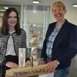 Julia Masalska mit der Kulturbeauftragten der Wedemark Angela von Mirbach. Foto: Anke Wiese