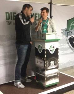 """Vasko Sevaljevic, der """"Ritter"""", nach dem erfolgreichen Spiel."""